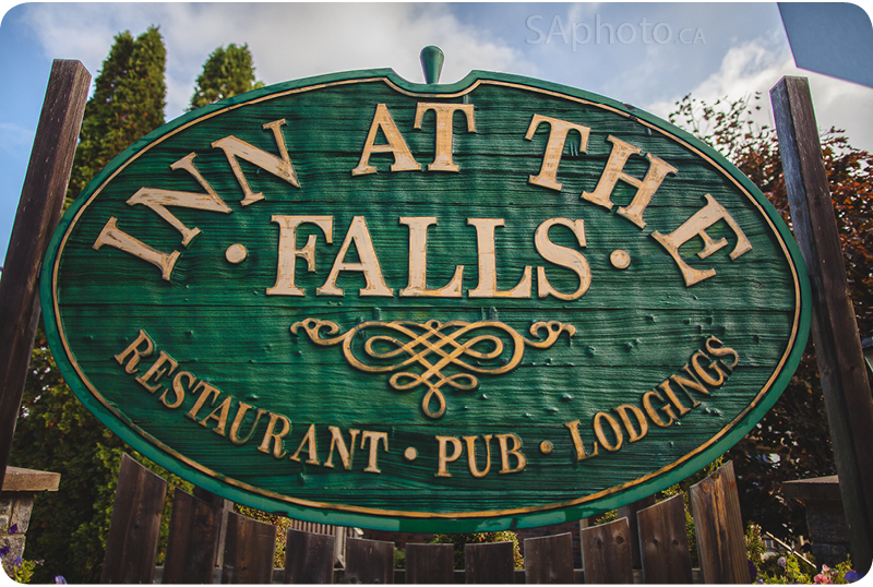 01-Bracebridge-Inn-at-the-falls-wedding-restaurant-pub-lodgings-signage
