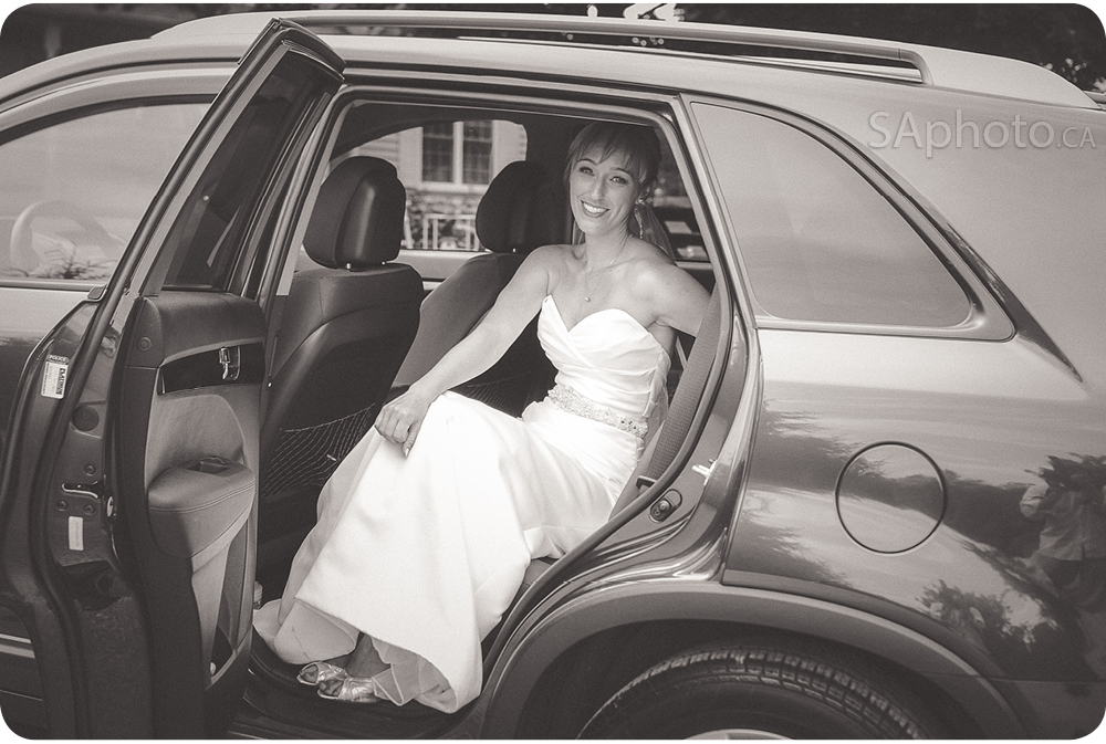 23-bride-in-a-car-wedding
