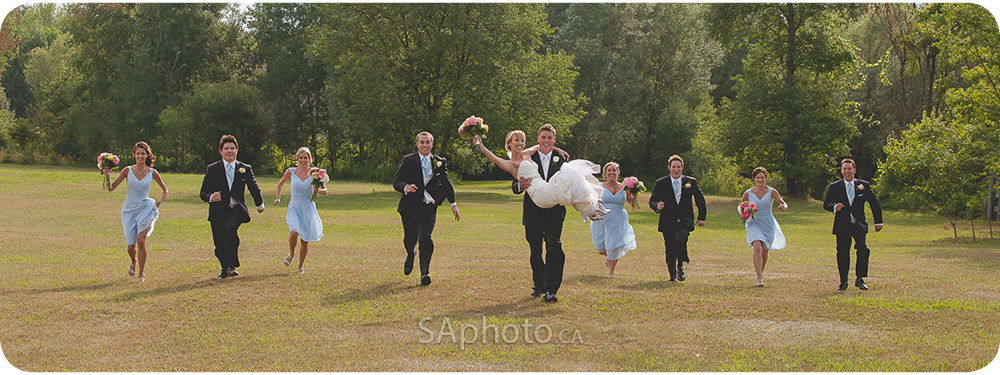 55-bridal-party-running-at-wedding