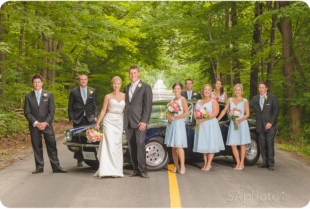 65-bridal-party-with-retro-car