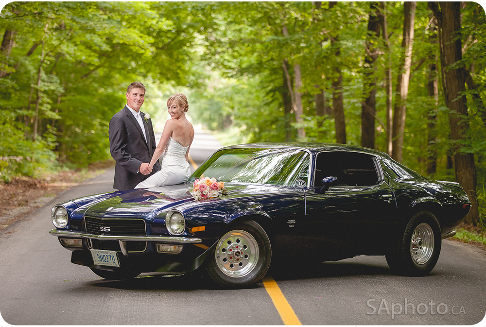 69-retro-car-wedding-photo