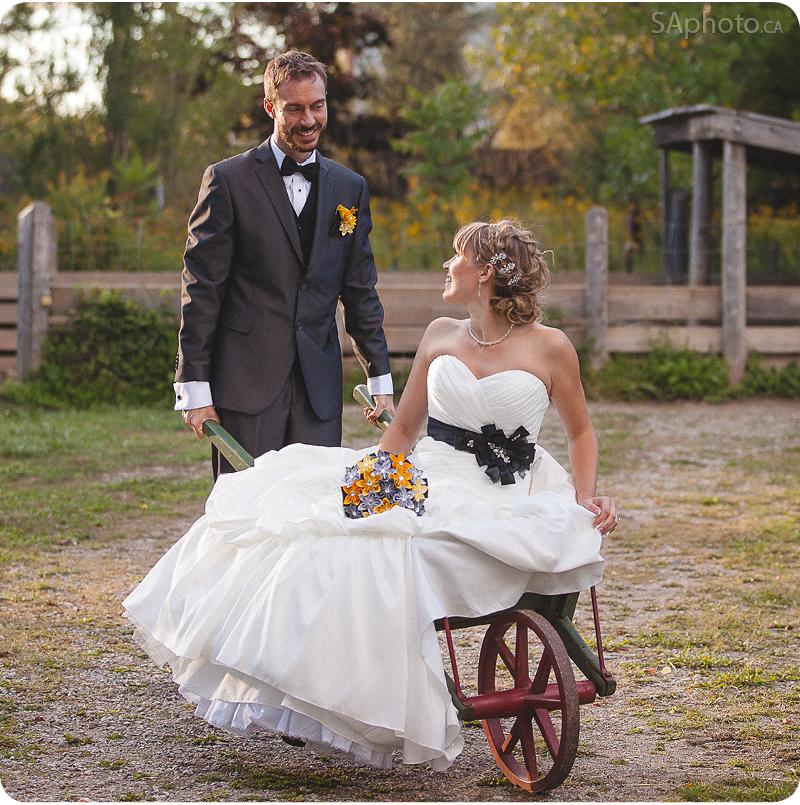 091-Wedding-couple-in-a-wheelbarrow