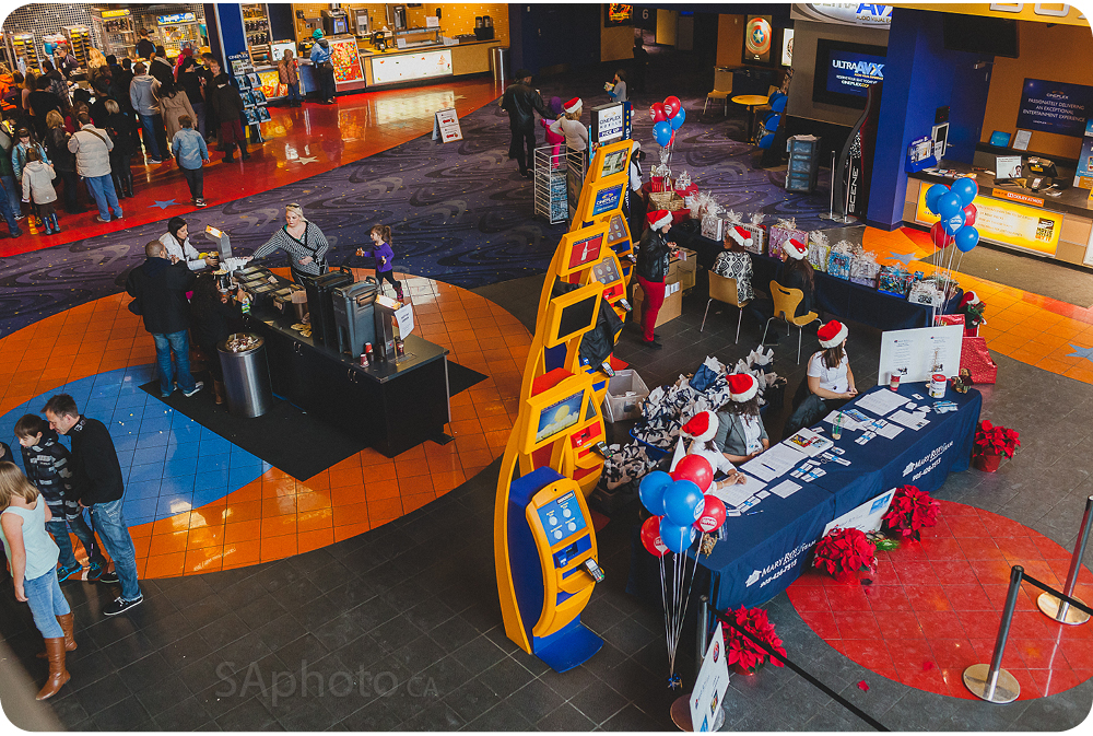 02-remax-onsite-printing-christmas-photo-booth-event