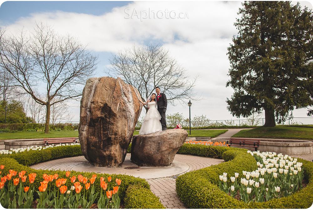 045-rosetta-mclean-gardens-wedding-couple